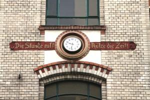 Die-Stunde-ruft-Nutze-die-Zeit