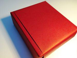 Rotes-Geschenkpapier-Banderrole