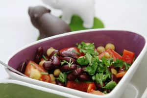 Fruchtiger Tomatensalat mit Kürbiskern-Sauce-2