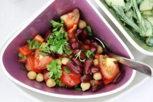 Tomatensalat-Kürbiskern-Sauce