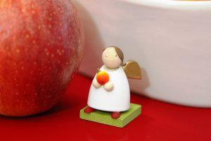 Schutzengel-mit-Apfel