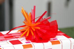 Geschenk-rot-orange-Strohhalmstern-3